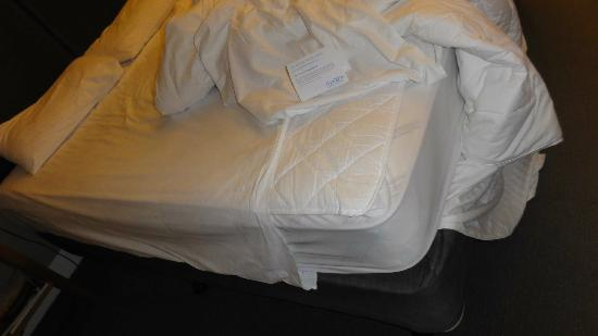 Mantra on Jolimont: Short sheet on bed