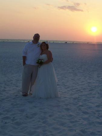 Gulfview Manor Resort: Happy couple!!