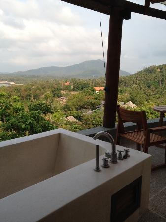 Kamalaya Koh Samui: outdoor bathtub - shower seperated
