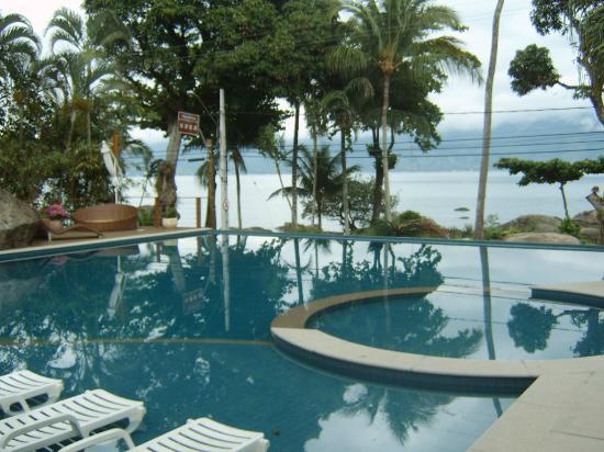 Porto Pacuiba Hotel: Piscina aquecida com vista para o mar