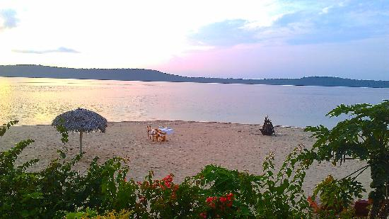 The Havannah, Vanuatu: Also dining on the beach available - best for an early dinner at sunset