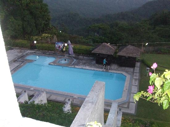 Days Hotel Tagaytay: pool view at sundown