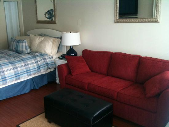 The Crossings : Queen Bed and sofa bed