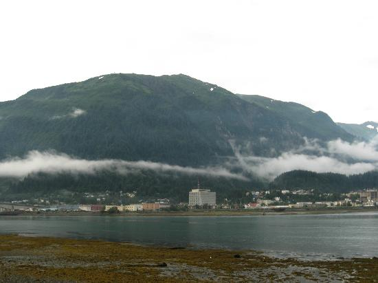 Beachside Villa Luxury Inn: View of Juneau from the inn