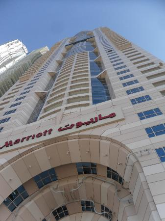 Dubai Marriott Harbour Hotel & Suites: Fachada desde la alberca del hotel