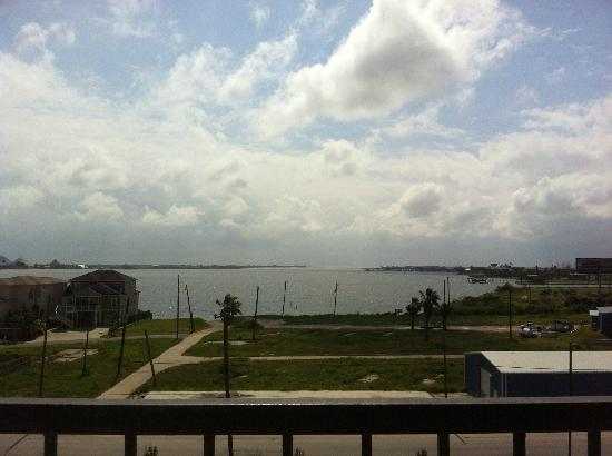 SpringHill Suites Galveston Island: Relaxing view of the bayou from the balcony.