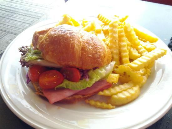 Amanda's Coffee & Tea: Chicken ham sandwich