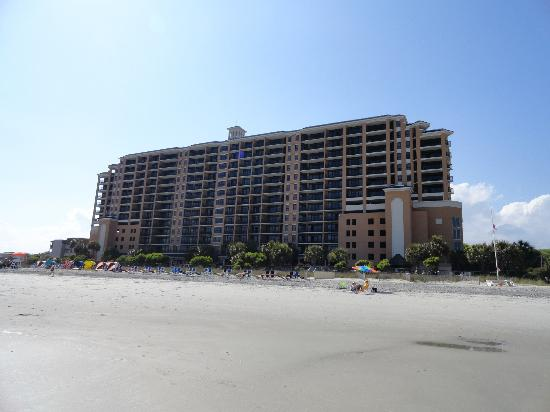 Island Vista: hotel from the beach