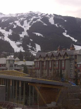 Pinnacle Hotel Whistler: looking out to Blackcomb
