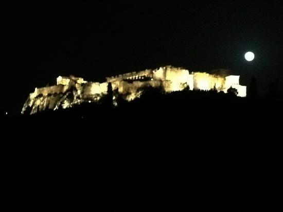 Filoistron : view of the acropolis at night from the terrace of filistron