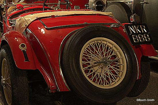 Canadian Automotive Museum: Cool cars on display... ground floor location