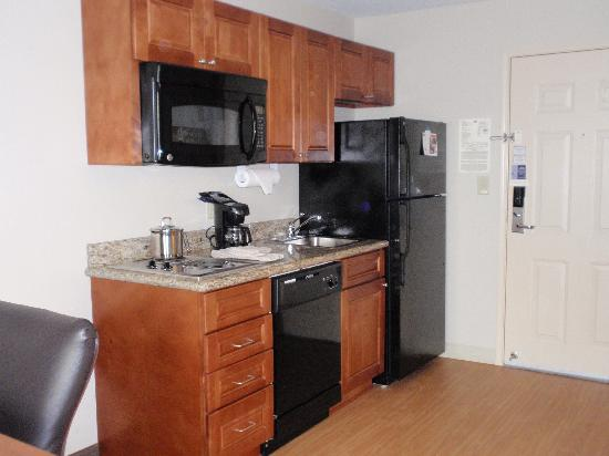 Candlewood Suites Perrysburg: Kitchen Area