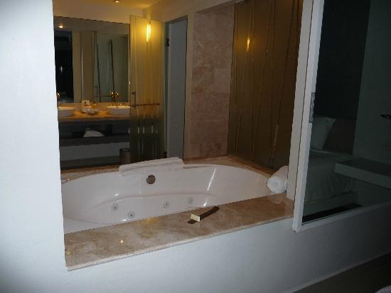 Secrets Silversands Riviera Cancun: bathroom
