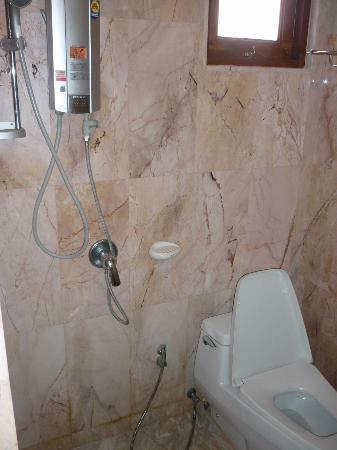 Marina Villa : Nice, clean bathroom. New hot water unit with digital temperature display!