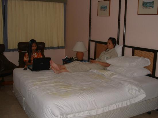 Chom View Hotel: ภายในห้องนอน (ได้ห้องมุมชั้นล่าง) ก็สบายๆแบบไม่คิดมาก