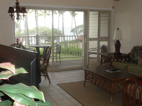 Kapaa Shores: living room - dining - balcony