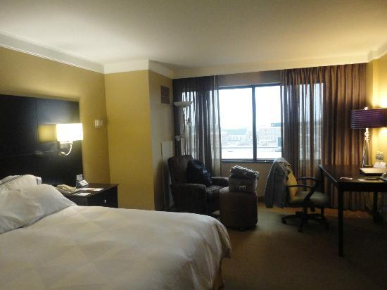 Radisson Hotel Fargo: Comfortable room on the 8th floor