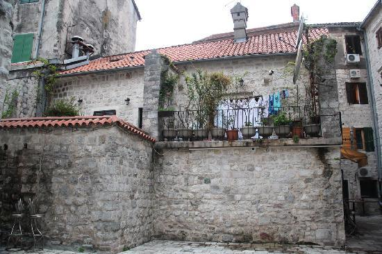 Montenegro Hostel Kotor: This is where I stayed (single room)