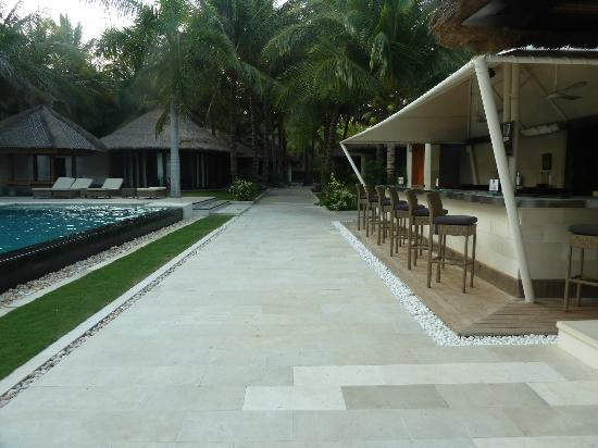 Sunsea Resort: pool and restaurant