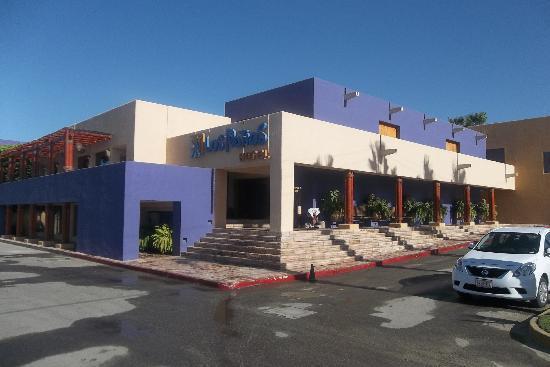 Los Patios Hotel: Fachada principal