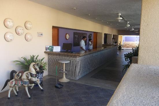 Los Patios Hotel: Recepcion