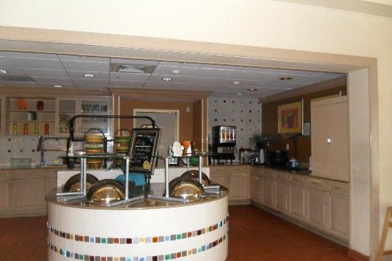Homewood Suites by Hilton Orlando-Nearest to Univ Studios: The Dining Area - First Stop for a Great Breakfasts