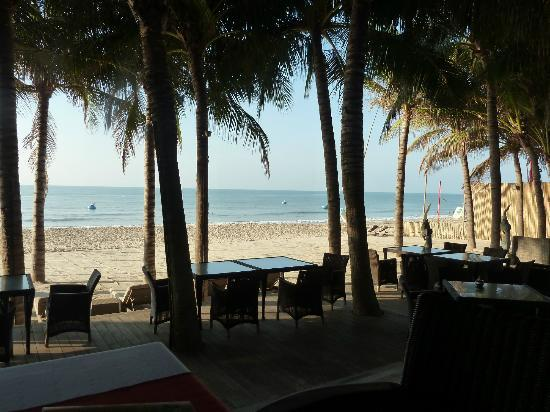 Sunsea Resort: beach view from restaurant