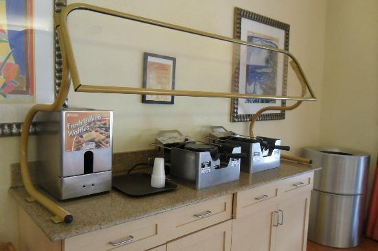 Homewood Suites by Hilton Orlando-Nearest to Univ Studios: The Waffle Station  - a Popular Breakfast Stop