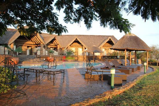 Zulu Nyala Game Lodge: Pool side rooms