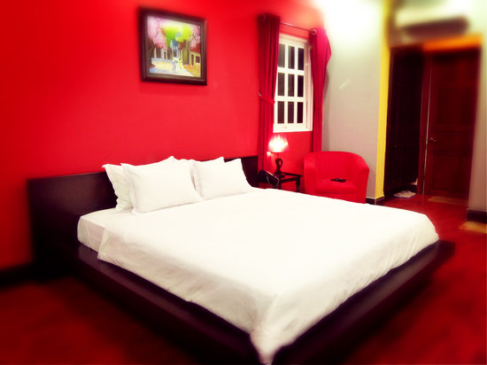 Tastefully decorated rooms at Nam Mon Hotel