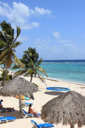 Villas DeRosa Beach Resort: Left of resort