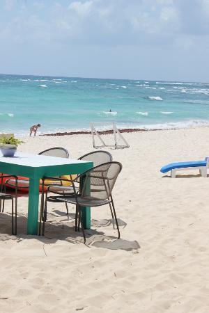 Villas DeRosa Beach Resort: The beach