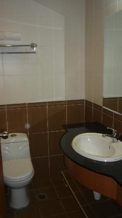 Seafest Hotel: Bathroom