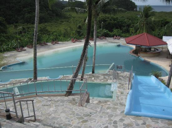 Airai Water Paradise Hotel & Spa: Sandy beach end of pool
