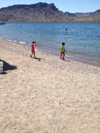 Sand Point Marina RV Resort: swimming beach