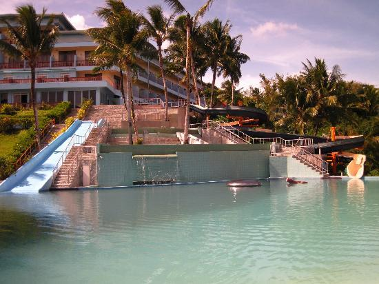Airai Water Paradise Hotel & Spa: Waterslides