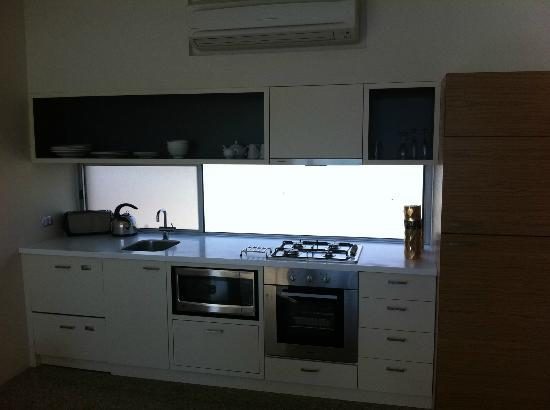 Smiths Beach Resort: Admittedly, the kitchen was spacious and well equipped