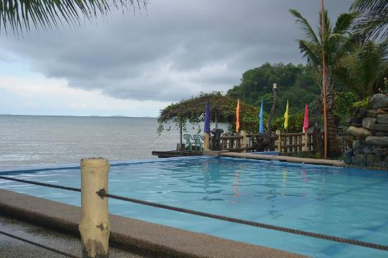 Puerto Nirvana Beach Resort: infinity pool