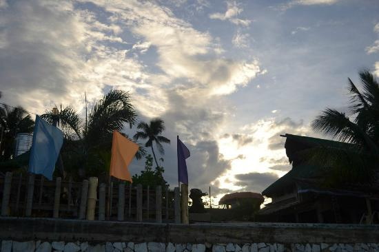 Puerto Nirvana Beach Resort: nearing sunset