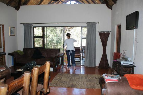 Dunroamin Safaris: Lounge