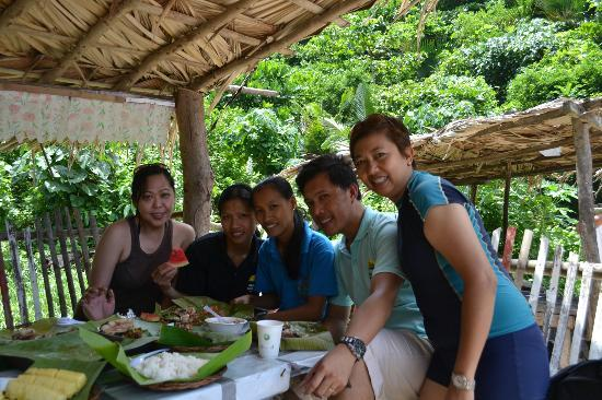 Puerto Nirvana Beach Resort : island hopping buffet lunch - with staff