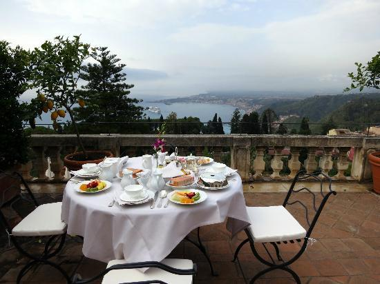 Belmond Grand Hotel Timeo : Breakfast at our terrace overlooking the bay
