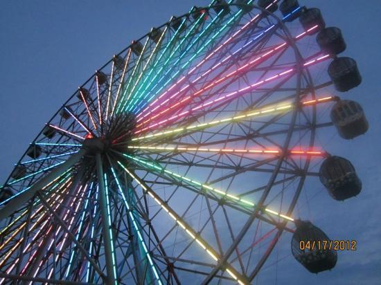 Lion Travel Service Taiwan: Dream Mall Hello Kitty Ferris Wheel