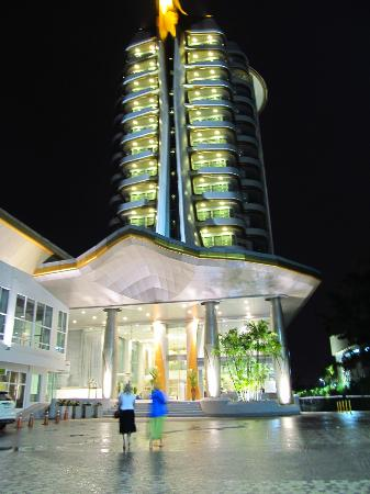 Viva Garden Serviced Residence: The front of the hotel