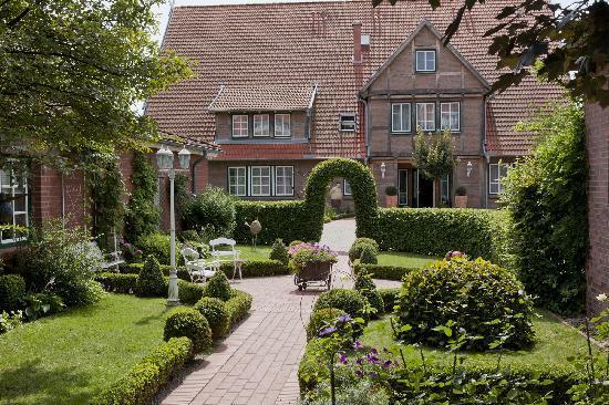Hotel Altes Land : Blick in den Innenhofgarten