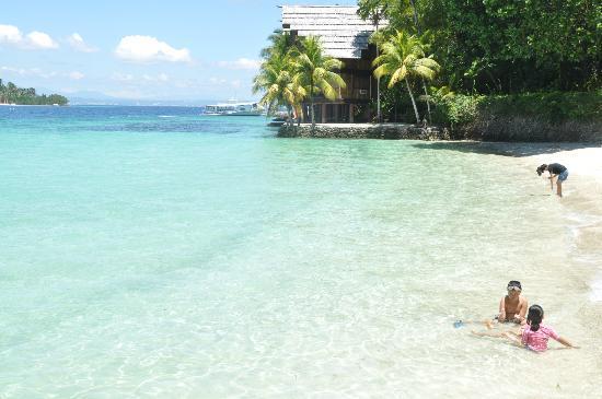 Pearl Farm Beach Resort: clean beach!