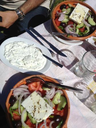 Taverna Edem: Tsatsiki e insalata greca deliziosi