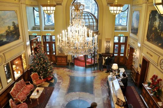 Hotel Imperial Vienna: Hotel lobby