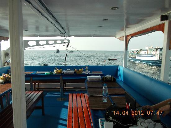 Eden Divers Khao Lak: 1stes Deck, es gibt noch ein großes überdachtes Sonnendeck