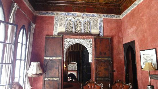 Riad Dar Darma: Detail in Red Apartment